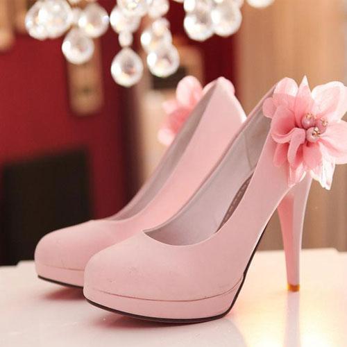 Heels According To Your Style , heels according to your style,  heels,  different types of heels,  high heels,  party heels,  stile toes,  footwear,  kitten heels,  wedge heels,  platform heels,  high boots. fashion accessories