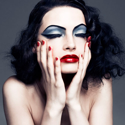 10 Beauty Mistakes That Leads to Aging , 10 beauty mistakes that leads to aging,  beauty tips,  thick makeup, shimmery eye shadow and heavy concealer, face powder,  dark lip color,  lipstick from the tube, over tweezing eyebrows, making eyebrows too dark, avoid black eyeliner,  mascara on lower lashes,   blush strokes,  how to know your skin is aging,  symptoms of skin aging,  reasons of skin aging,  time to know your skin is agings,  demerits of make-up,  why not to wear make-up,  make-up leads to skin aging,  ways make-up can spoil your skin,  how make-up can spoil your skin,  skin prevention,  demerits of foundation,  demerits of eye make-up,  disadvantages of make-up