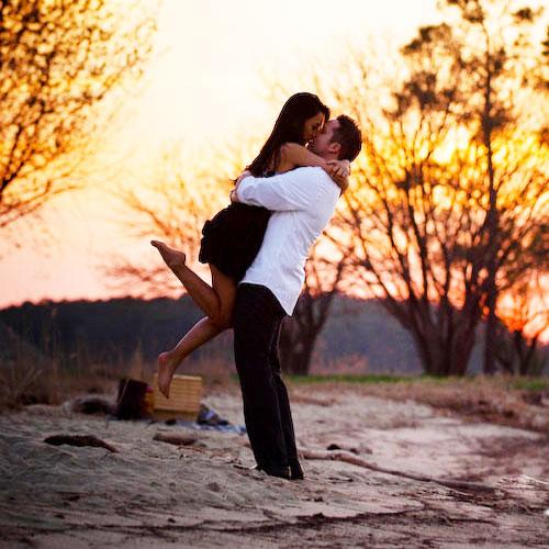 10 kinds of HUG you should try on hug day, valentine day,  hug day,  hug day special,  list of hugs,  different meaning of hug,  love & romance,  relationships,  valentine week,  valentine week 2020,  ifairer