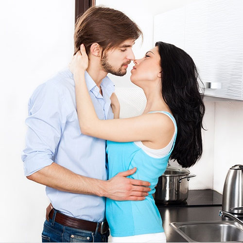10 Personality traits that makes a man fall for her, 10 personality traits that makes a man fall for her,  what attracts a man to a woman,  traits that make men really attracted to a woman,  what attracts men to women,  dating tips,  relationship tips,  ifairer