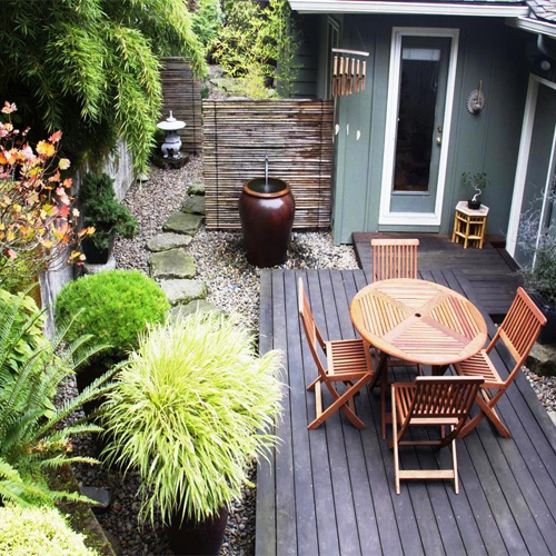 Ideas to make your small garden to look bigger slide 1 for How to make a small yard look bigger