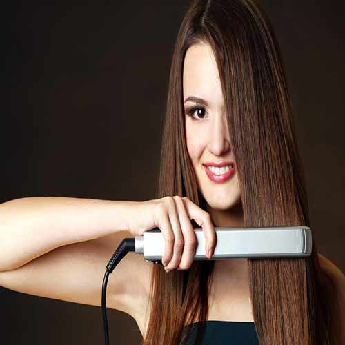 Tricks to straighten hair with flat iron correctly at home
