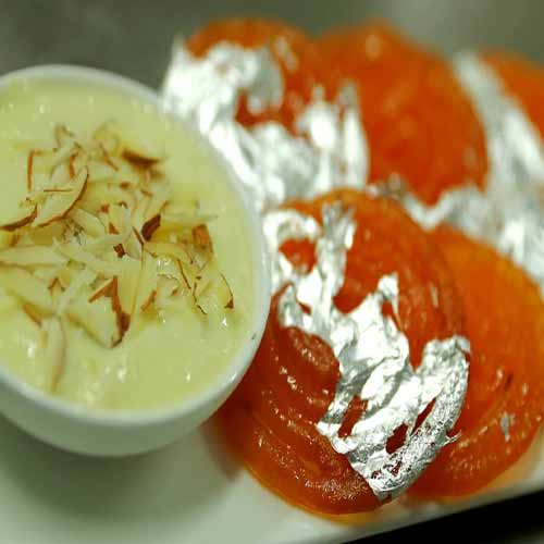 Make mouth-watering Jalebi with Rabri at home , make mouth-watering jalebi with rabri at home,  homemade sweets recipe,  how to make jalebi with rabri at home,  jalebi recipe,  rabri recipe,  desserts recipes,  ifairer