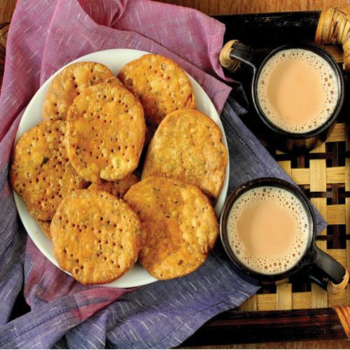 Make crispy Rajasthani style mathri at home