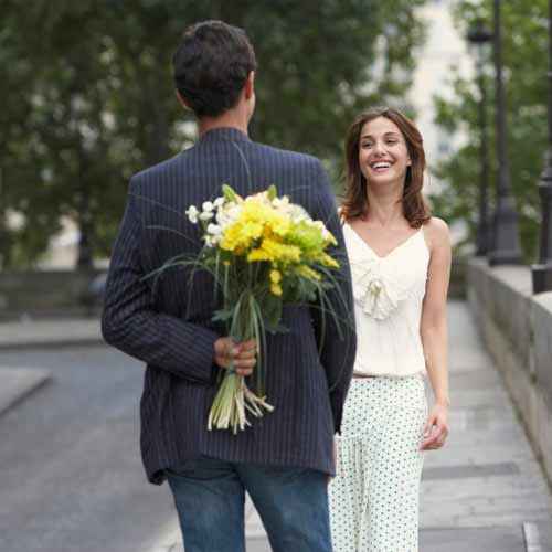 5 Gift ideas you can buy a Girl for initial Dates, 5 gift ideas you can buy a girl for initial dates,  what to gift her on dates,  best ideas to gift on dates,  dating tips,  what to buy for girls for dates,  ifairer
