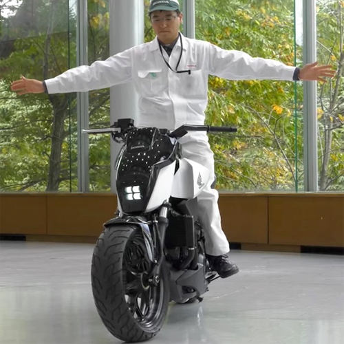 Honda's new self balancing motorbike ride itself, honda`s new self balancing motorbike ride itself,  honda`s incredible self balancing motorbike ride itself to follow its owner,  honda new bike,  new technology,  automobile,  ifairer