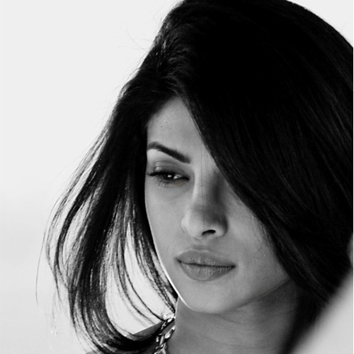 Priyanka Chopra hospitalized - find out why, priyanka chopra hospitalized - find out why,  priyanka chopra rushed to the hospital,  priyanka chopra hospitalized after meeting with an accident on quantico sets,  priyanka chopra,  bollywood news,  bollywood gossip,  ifairer
