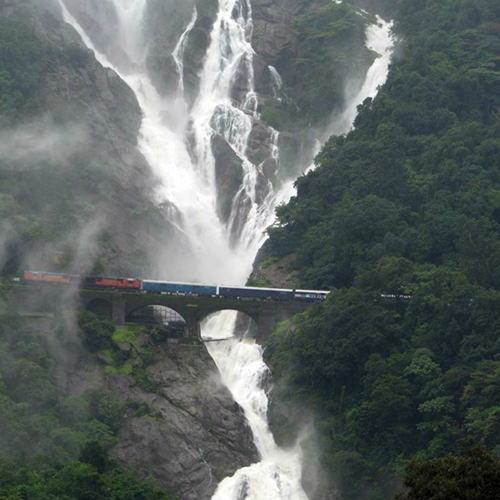 Visit these amazing waterfalls situated in India, visit these amazing waterfalls situated in india,  know these amazing waterfalls situated in india,  visit these waterfalls if you travel india,  which are famous waterfalls in india,  ifairer