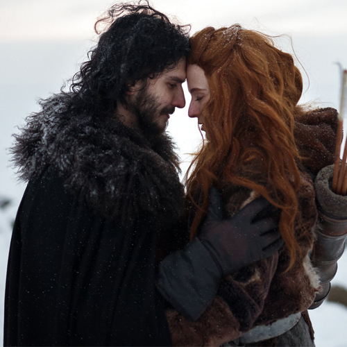 This onscreen couple of Game of Thrones now official engaged, this onscreen couple of game of thrones now official engaged,  game of thrones stars kit harington and rose leslie now engaged,  game of thrones,  kit harington,  rose leslie,  hollywood news,  hollywood gossip,  ifairer
