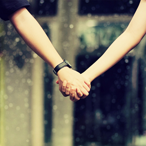 Holding hands reduce pain in couples, study