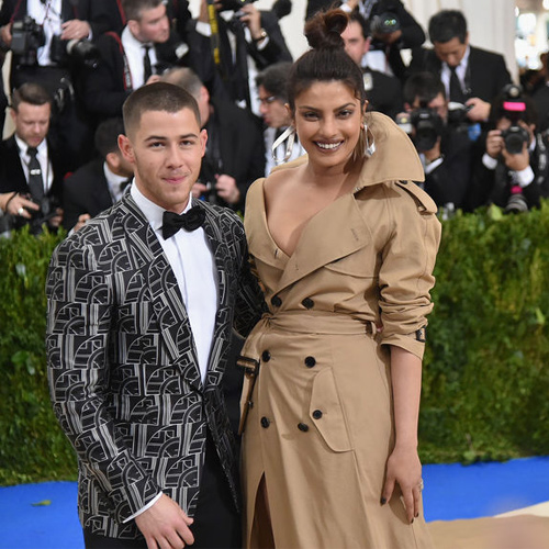 Priyanka Chopra and Nick Jonas go on another date, gets cozy, priyanka chopra and nick jonas go on another date,  gets cozy,  priyanka chopra dating nick jonas,  who is 10 years younger than her,  nick jonas and priyanka chopra dating,  hollywood star,  nick jonas,  priyanka chopra,  hollywood news,  hollywood gossip,  dating couple 2018,  ifairer