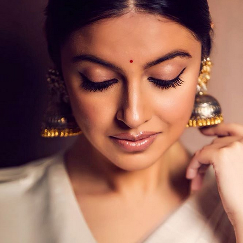 7 Makeup tricks to look gorgeous this Diwali without spending so much, diwali special,  deepawali special,  makeup tricks to look gorgeous this diwali without spending so much,  makeup tips for diwali,  makeup tips,  makeup for diwali,  makeup tips to ace your diwali looks,  diwali makeup,  ifairer