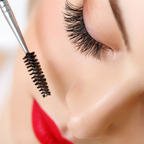 In steps: Curl your eyelashes perfectly