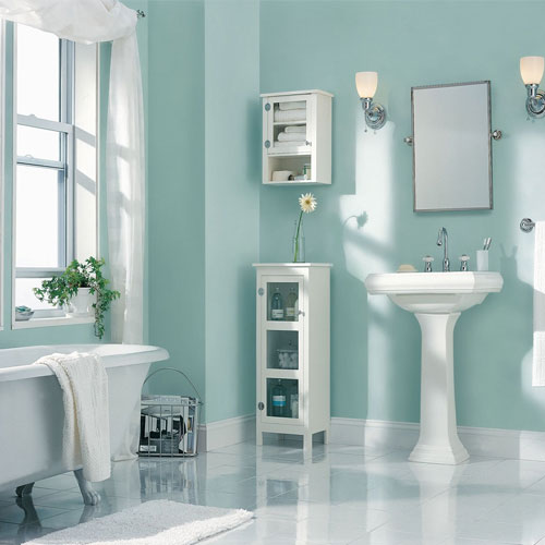 Make a small bath look larger in a low budgets