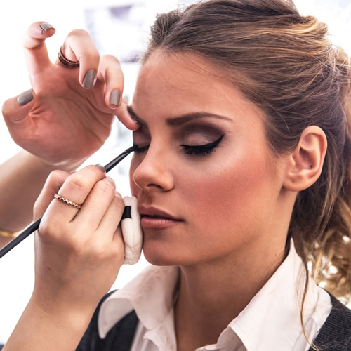 Beware women! Cancer-causing toxins found in foundation and sparkly makeup, beware women cancer-causing toxins found in foundation and sparkly makeup,  cancer,  sparkly makeup,  chemicals,  lipstick,  lotion,  eye powder,  study,  research,  ifairer