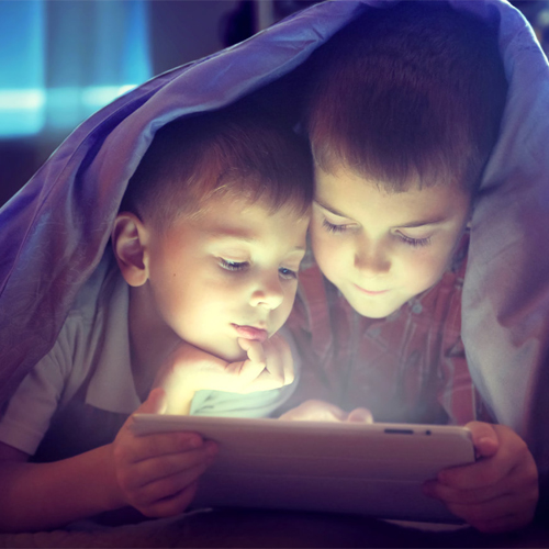 Too much screen time increases obesity risk for children, too much screen time increases obesity risk for children,  screen time,  childhood obesity,  excess screen time can result in childhood obesity,  child health,  ifairer