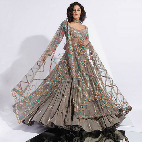 7 New traditional styles to try this Diwali, diwali special,  deepawali special,  7 new traditional styles to try this diwali,  new fashion goals to set this diwali,  fashion statement of bollywood divas,  fashion tips,  ifairer