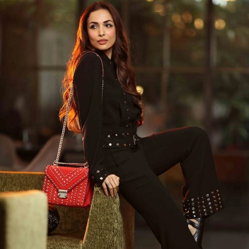 5 Bags you would love to carry with your outfits, 5 bags you would love to carry with your outfits,  gorgeous travel bags,  weekend bags to travel in style,  choosing the right travel luggage,  