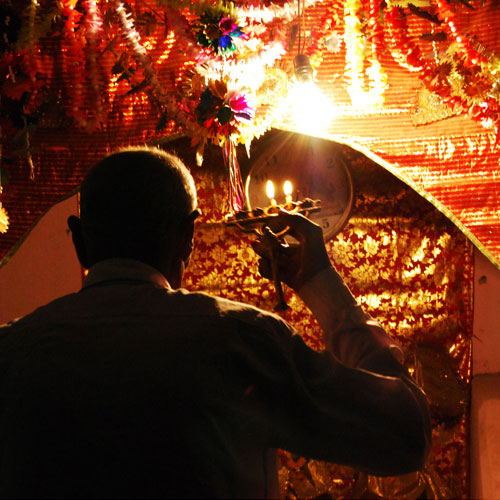4 Reasons: Importance of aarti in temples