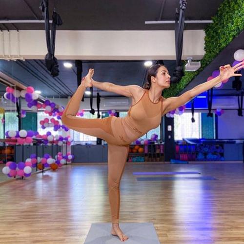 Malaika Arora nails jaw-dropping yoga pose, here`s how to do it, malaika arora nails jaw-dropping yoga pose,  how to do it,  malaika arora,  yoga poses,  aasan,  fitness & exercise,  health care,  lifestyle,  ifairer