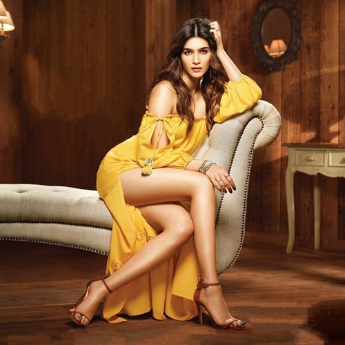 10 Evergreen looks of Kriti Sanon: She knows how to keep it stylish at all times, 10 evergreen looks of kriti sanon,  she knows how to keep it stylish at all times,  kriti sanon,  kriti sanon setting summer wardrobe goals,  style tips to take from kriti sanon,  fashion tips,  ifairer