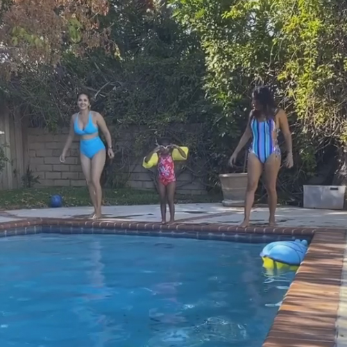 Sunny Leone, her family enjoy a dip in the pool, see in 5 pics, sunny leone,  her family enjoy a dip in the pool,  see in pics,  sunny leone,  sunny leone has a swimming competition with daughter nisha,  bollywood,  bollywood news,  bollywood gossip,  ifairer