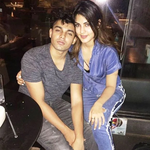 Showik confesses, he used to buy drugs for Sushant on behest of Rhea, ssr case,  showik chakraborty confesses,  he used to buy drugs for sushant on behest of rhea chakraborty,  sushant singh rajput death case,  cbi,  ncb,  ed,  rhea chakrobarty,  showik chakraborty,  bollywood,  bollywood news,  ifairer