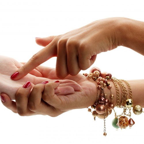 Here's what your fingers reveal about you, here s what your fingers reveal about you,  marks on hand,  lines and signs on thumb and fingers,  palmistry lucky and unlucky signs on the fingers,  how to read your fingers,  what do your fingers say about you,  palmistry reading,  astrology,  zodiac,  ifairer