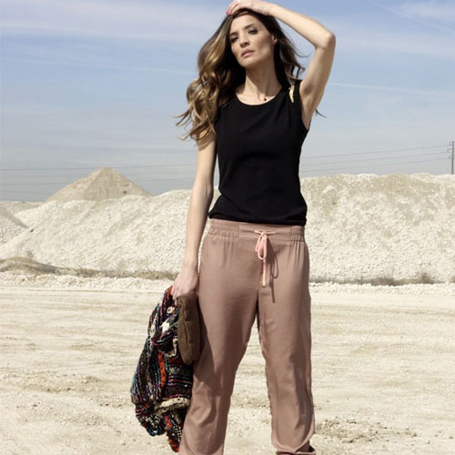 4 Ways To Rock The Jogger Pants Trend, 4 ways to rock the jogger pants trend, leather, silk, prints, denim,  ways to wear jogger pants,  tips to wear joggers pants,  joggers trouser, ifairer,  fashion tips,  fashion trends