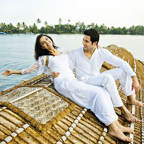 5 Luxury Honeymoon Resorts In India, 5 luxury honeymoon resorts in india,  luxury resorts in india,  resorts in india,  honeymoon resorts,  places to stay on honeymoon,  hotels or resorts,  oberoi rajvilas,  jaipur,  itc mughal,  agra,  itc mughal,  agra,  devigarh resorts,  udaipur,  the leela palace,  udaipur,  honeymoon hotles,  best places to stay on honeymoon