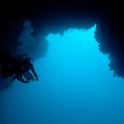 5 Most Dangerous Dive Spots Around The World , 5 most dangerous dive spots around the world, blue hole,  dahab red sea, samaesan hole,  samae san islands thailand, eagles nest sinkhole,  weeki wachee florida, the shaft sinkhole,  mount gambier australia, german u boat,  new jersey,  ifairer,  travel,  destinsation,  dangerous dive spots around the world,  most dangerous spots of the world