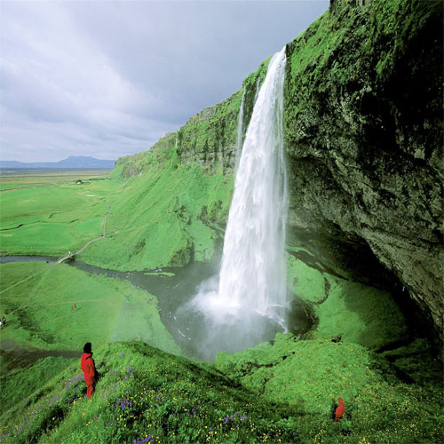 7 Most Beautiful Waterfalls Around The World Slide 4