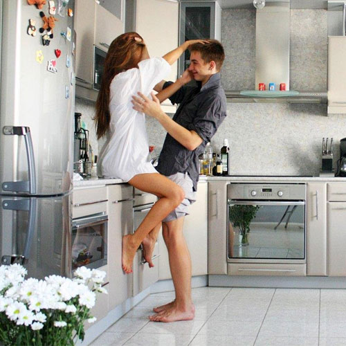 7 Tips: How to cope when your spouse loves his/her jobs more, 7 tips: how to cope when your spouse loves his/her jobs more,   how to cope when your partners job comes before you,  how to cope when he/she puts his/her work first,  what to do when your spouse loves  his/her job more,  love & romance,  relationship tips,  ifairer