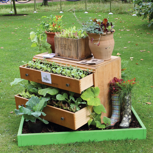 7 Unique Gardening Decor Ideas with Recycled Items Slide 7, ifairer.com