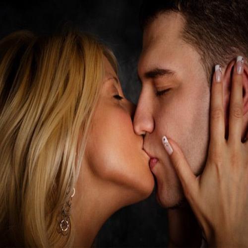A 10-Second Kiss Transfers Bacteria: Study , kiss,  kiss study,  study on kiss,  how to kiss,  health tips,  bacteria,  ifairer