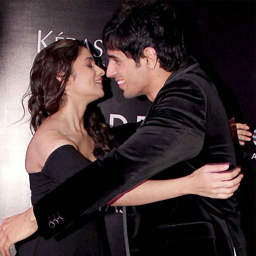 Alia and Sidharth in a relationship, alia and sidharth in a relationship,  alia bhatt and sidharth malhotra the new couple in b-town,  alia bhatt and sidharth malhotra in a relationship,  sidharth malhotra,  alia bhatt,  bollywood gossip,  bollywood news,  bollywood updates,  latest bollywood news,  ifairer