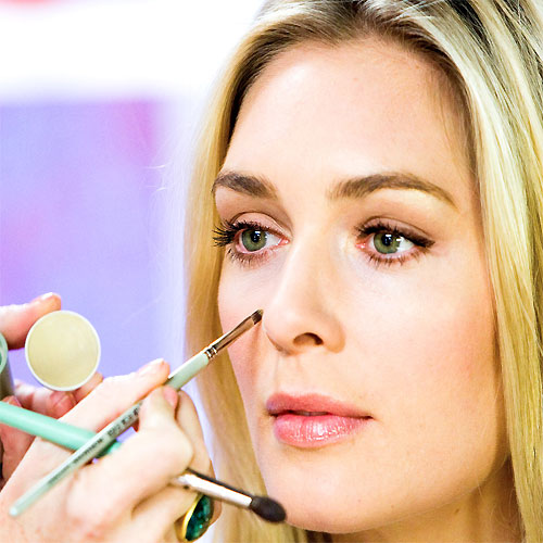 Hide dark circles with amazing makeup trick, make up tips,  dark circles,  best make up,  magical trick,  amazing tips,  hide,  dark circles,  purple color,