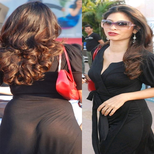 Hot Bollywood Heroines With Wardrobe Malfunction Slide 2