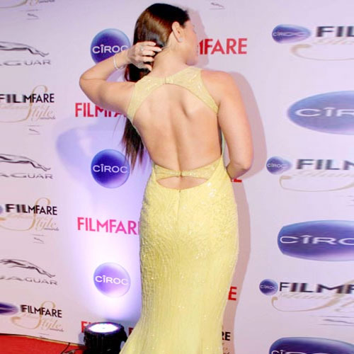 Kareena showing off her sexy back  , kareena showing off her sexy back,  kareena kapoor khan, kareena kapoor at ciroc filmfare glamour and style awards 2015,  bollywood news,  bollywood gossip,  latest bollywood updates,  ifairer