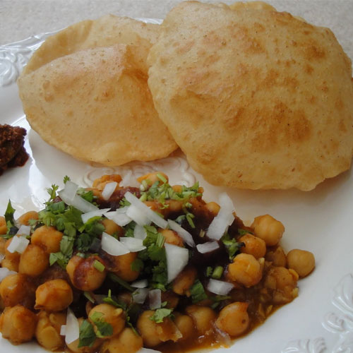 Mouthwatering Chole Bhature, mouthwatering chole bhature,  recipes,  desserts,  drinks,  main course,  tea time recipes,  recipes of chole bhature,  recipe