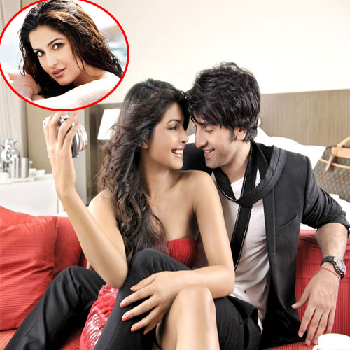 Priyanka and Katrina ignore each other, priyanka and katrina ignore each other,  pc,  kat ignore each other at arpita wedding,  katrina kaif,  priyanka chopra,  bollywood news,  bollywood gossip,  latest bollywood updates,  ifairer