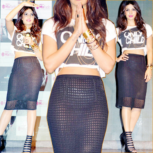 Priyanka's FASHION FAUX PAS..., priyanka fashion faux pas caught in camera,  priyanka chopra,  i can not make you love me,  priyanka chopra in chic net skirt and cropped tee,  entertainment,  bollywood,  wardrobe malfunction,  fashion faux pas,  priyanka chopra wardrobe malfunction,  priyanka chopra,  bollywood gossips,  bollywood entertainment
