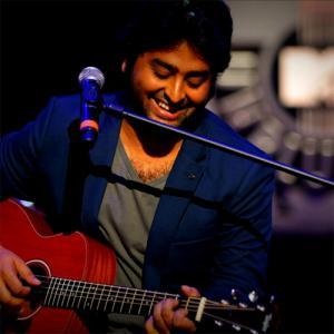 15 Arijit Singh romantic songs that will make you falling in love