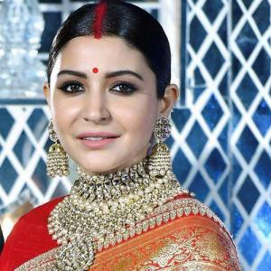Why Indian women put Sindoor in their maang!