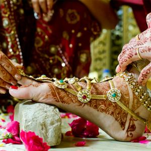 What is the origin and significance of toe rings