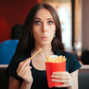 Study: Eating while standing increases stress, mutes taste buds