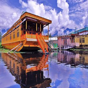 Tourist attractions in Jammu and Kashmir