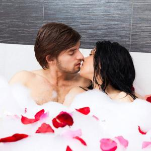5 Tips to set up a romantic bathroom, make mood for intimacy