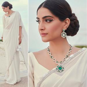 Wear 5 type of accessories: Sonam Kapoor opted saree with worth of Rs. 77.5k bag