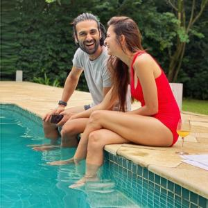 Kriti Kharbanda and Pulkit Samrat`s poolside romance, see in 5 pics